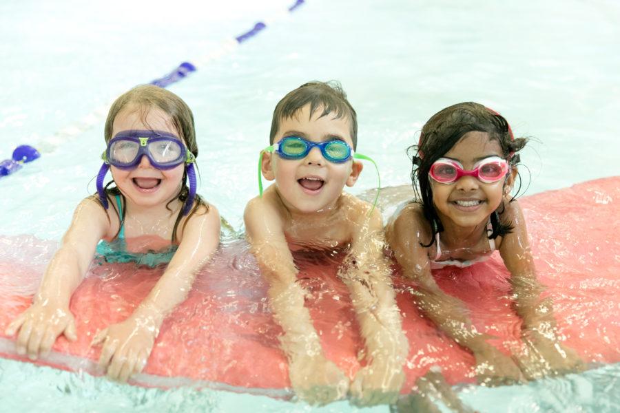 kids in swimming class